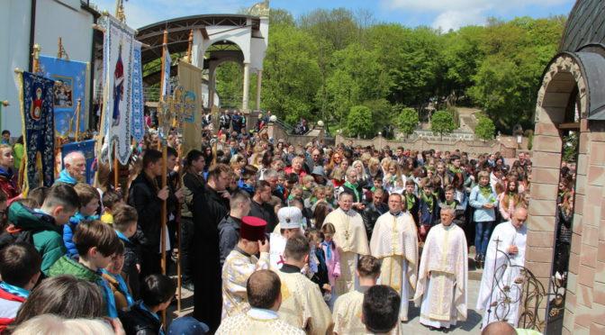 XVІ Всеукраїнська проща католицьких навчально-виховних закладів до ЗАРВАНИЦІ