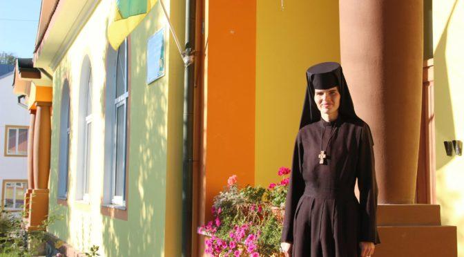"""Подяка с. Євфросинії Сеник за багатолітнє служіння у християнському дошкільному закладі """"Ангелятко"""" в м. Дрогобичі."""